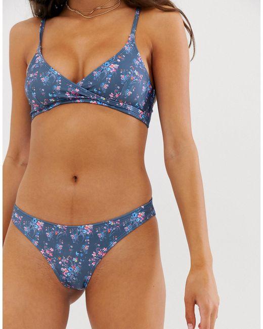 Bas de bikini taille basse fleuri Playful Promises en coloris Gray