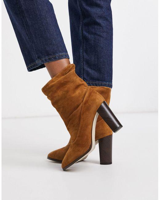 Karen Millen Brown – Sappho – Stiefel aus Wildleder mit Blockabsatz