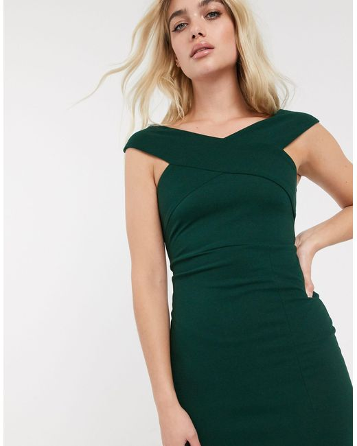 Robe longue Bardot fendue en satin AX Paris en coloris Green