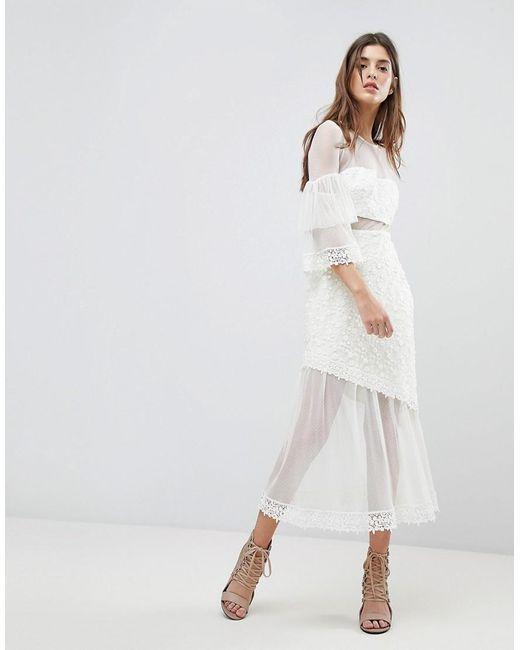 Three Floor Midi-jurk Met Uitlopende Volant Mouwen in het White