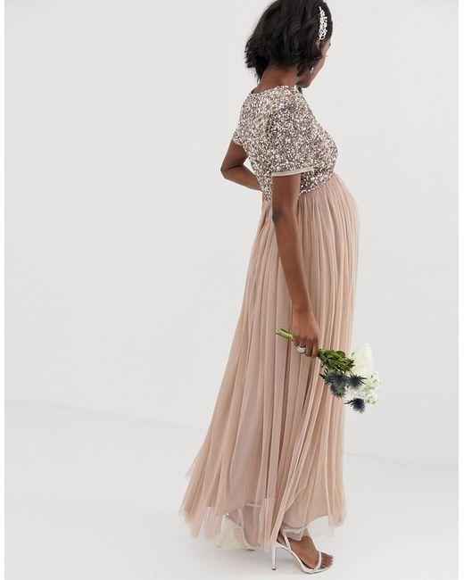 70ea65954050 Vestido largo de tul de dama de honor con cuello de pico y delicadas  lentejuelas a tono en rubor topo de mujer de color marrón