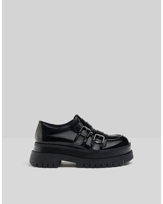 Zapato Plano Plataforma Xl Con Hebillas Bershka de color Black