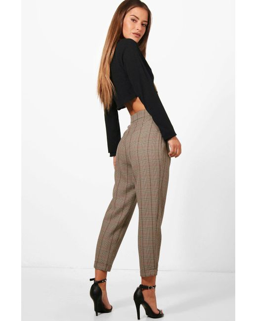 e3166f3bb2e5 ... Boohoo - Brown Petite Checked Tapered Trouser - Lyst