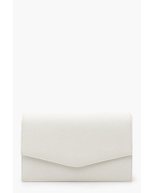 Pochette Enveloppe En Pu Grainé Et Chaîne Boohoo en coloris White