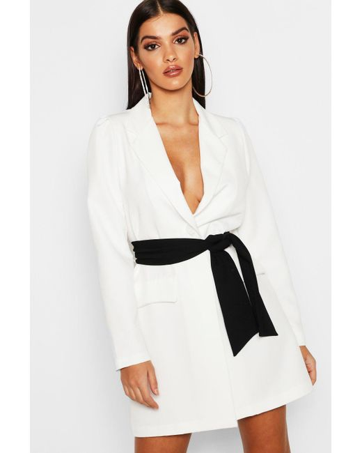 a1e2d8e8b1f3 Boohoo - White Contrast Belted Volume Sleeve Blazer Dress - Lyst ...