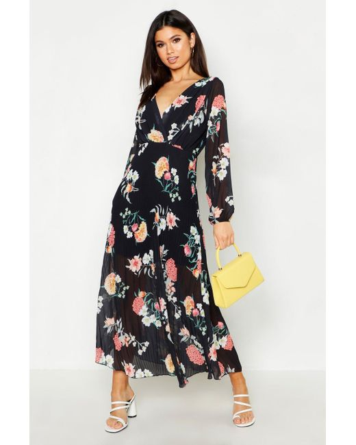 76c63327db25 Boohoo - Black Woven Floral Pleated Maxi Dress - Lyst ...