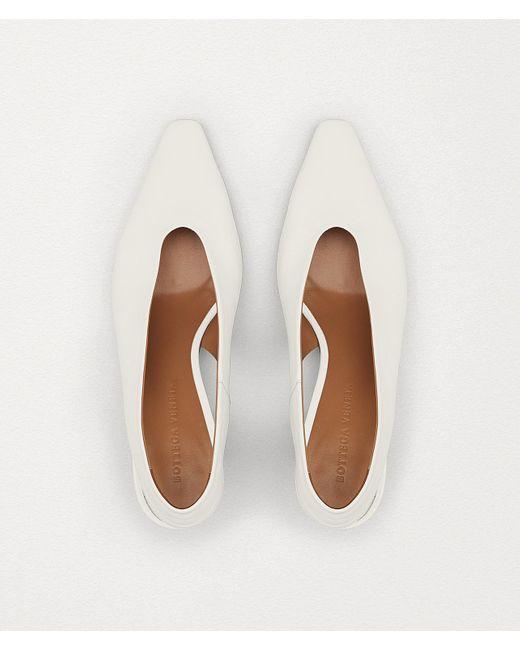 Bottega Veneta White Almond Slingback-Pumps mit Kitten-Heel
