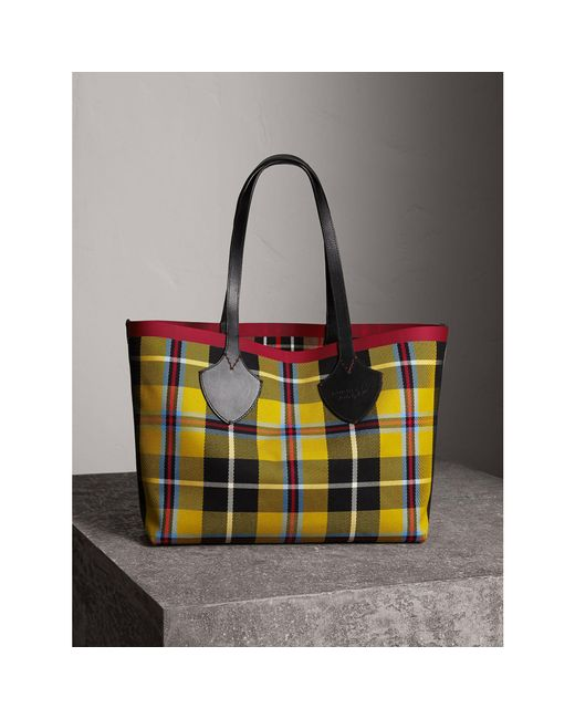 Reversible Yellow and Red Medium Check Tote Burberry afQKk7A5Yc