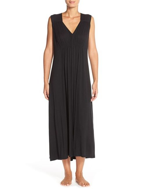 Oscar de la Renta | Black Ruched Nightgown | Lyst