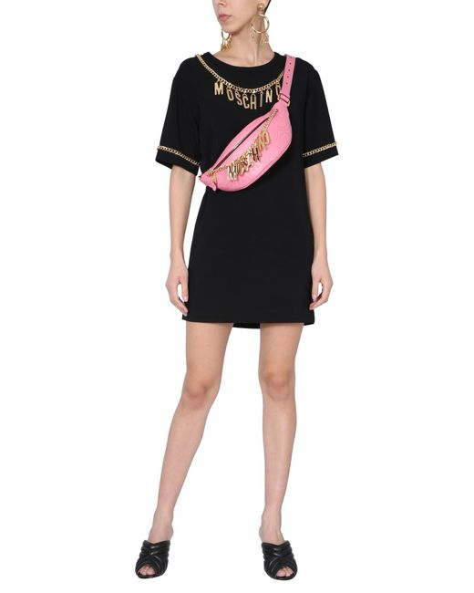 ABITO MINI CON SCOLLO CON CATENA LOGATA di Moschino in Black