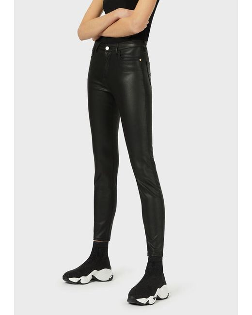 Pantalones J20 superceñidos con efecto plastificado Emporio Armani de color Black