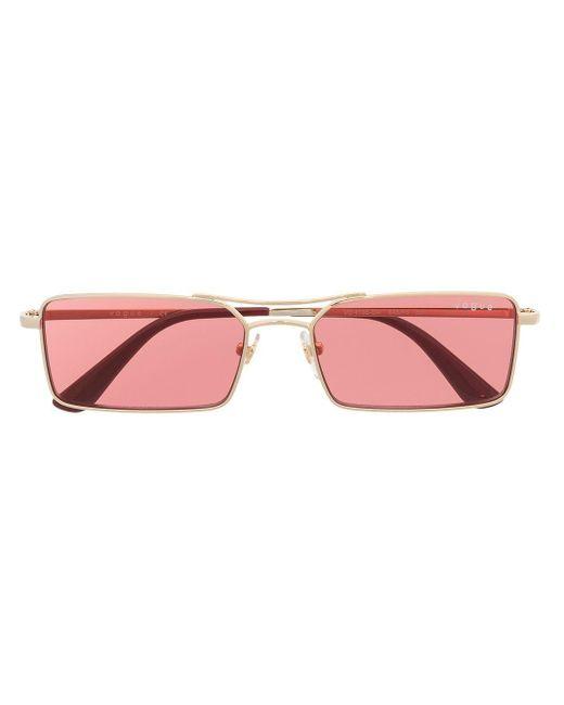 Lunettes de soleil à monture rectangulaire Vogue Eyewear en coloris Red