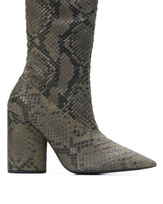 Bottines à effet peau de serpent Yeezy en coloris Gray