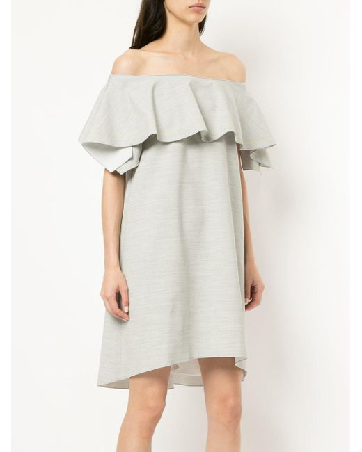 Robe courte à empiècement volanté Comme Moi en coloris Gray