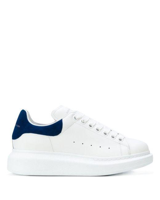 Alexander McQueen Zapatillas con suela gruesa de mujer de color blanco