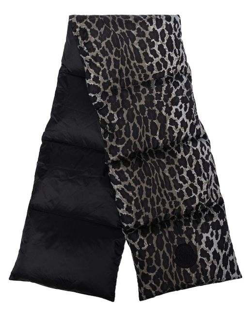 Écharpe matelassée à imprimé léopard Moncler en coloris Gray