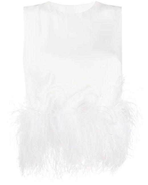 16Arlington Top con ribete de plumas de mujer de color blanco
