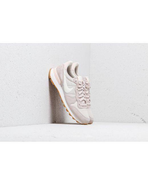 Nike Wmns Internationalist Desert Sand/ Summit White