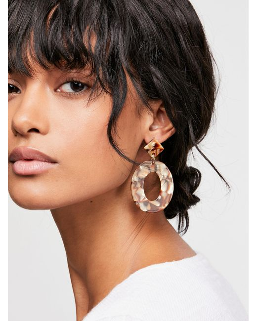 Free People - Natural Kelly Resin Drop Hoop Earrings - Lyst