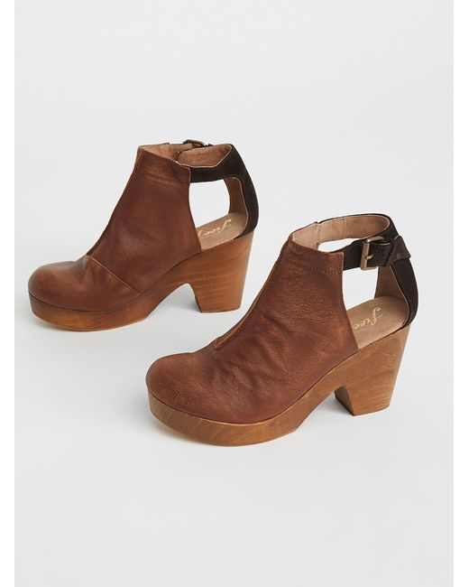 Free People - Brown Amber Orchard Clog - Lyst