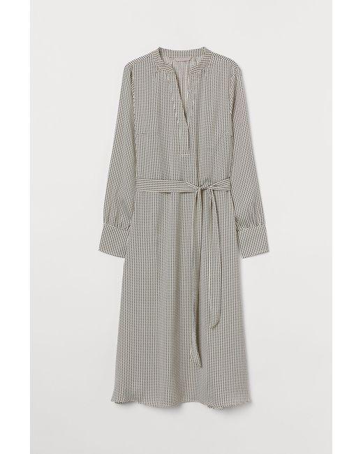 Robe en satin avec ceinture H&M en coloris Natural