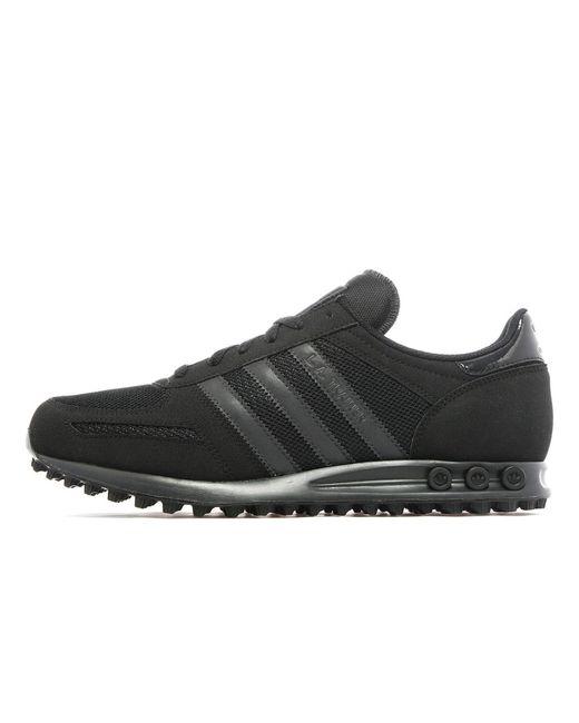 lyst adidas originali la trainer in nero per gli uomini.