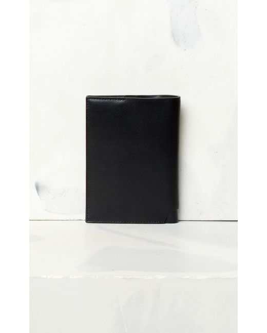 check out 49d32 fa9fb Men's Black 'jumping Tiger' Leather Passport Holder
