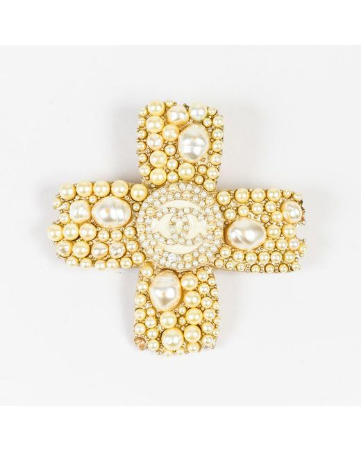 Chanel - Metallic 05a Gold Tone Faux Pearl 'cc' Logo Cross Pin Brooch - Lyst