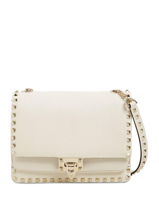 Rockstud Grained Leather Shoulder Bag Valentino Garavani, цвет: White