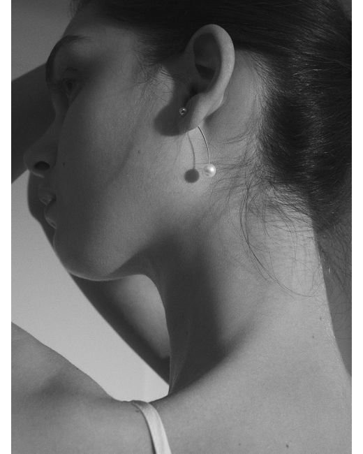 Sophie Bille Brahe Metallic Elipse Pearl Mono Earring