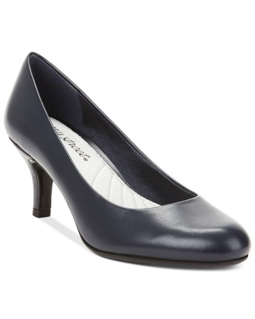 Easy Street Black Passion Pumps