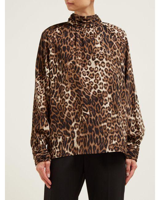 Chemise en soie à imprimé léopard Alana Nili Lotan en coloris Brown