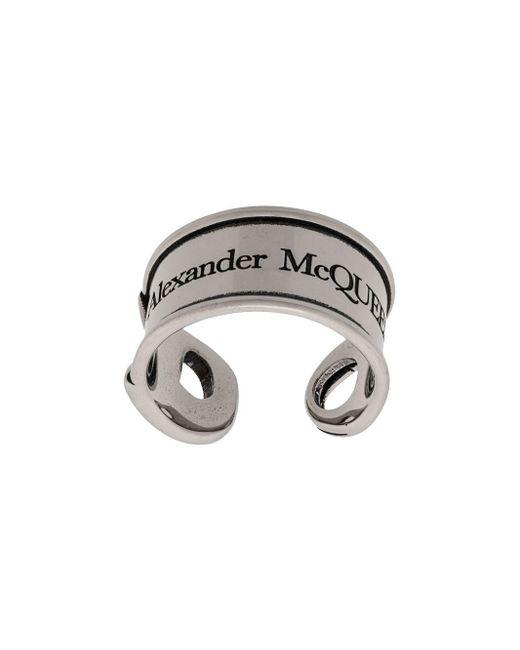 Alexander McQueen Ring mit graviertem Logo in Metallic für Herren