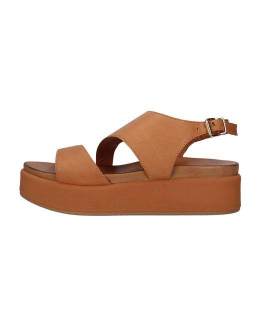 Inuovo Sandals in het Brown