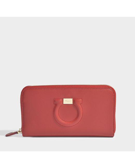 Ferragamo - Red Gancio City Zipped Wallet In Black Calfskin - Lyst