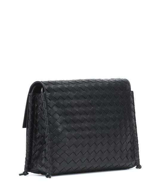 Borsa BV Fold Medium in pelle intrecciata di Bottega Veneta in Black