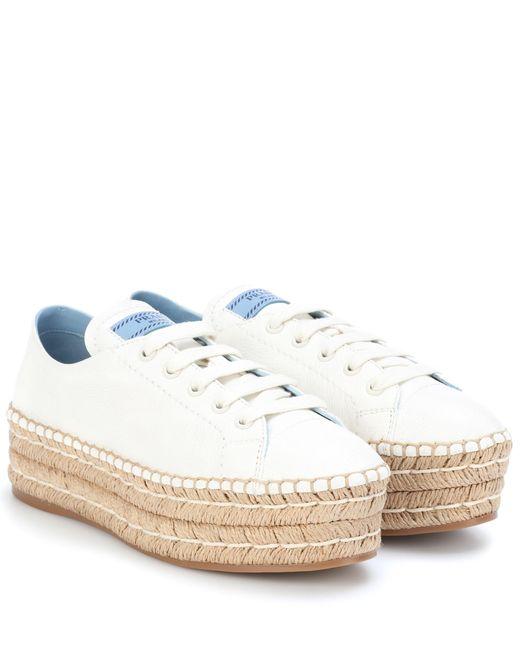 Prada Zapatillas de piel con plataforma de mujer de color blanco
