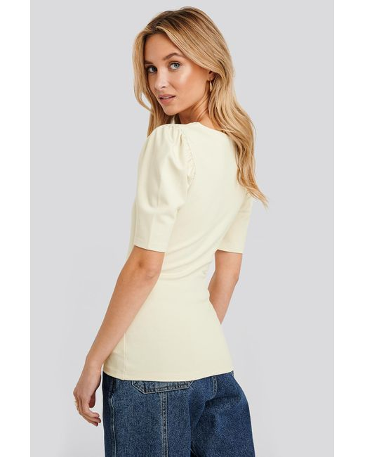 NA-KD Puff Sleeve V Detail Top in het Natural