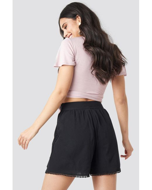 NA-KD Multicolor Luisa Lion x High Waist Pom Pom Shorts