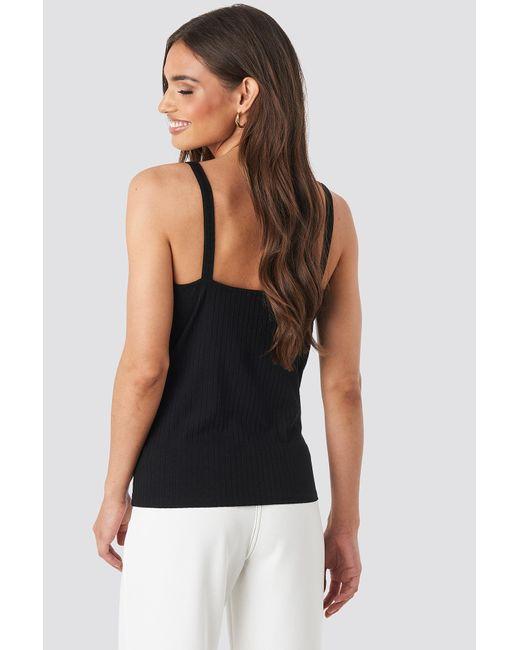 NA-KD O-ring Strap Detail Vest in het Black