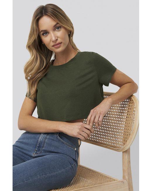 NA-KD Green Pamela x Reborn Kurzes T-Shirt Mit Grobem Saum