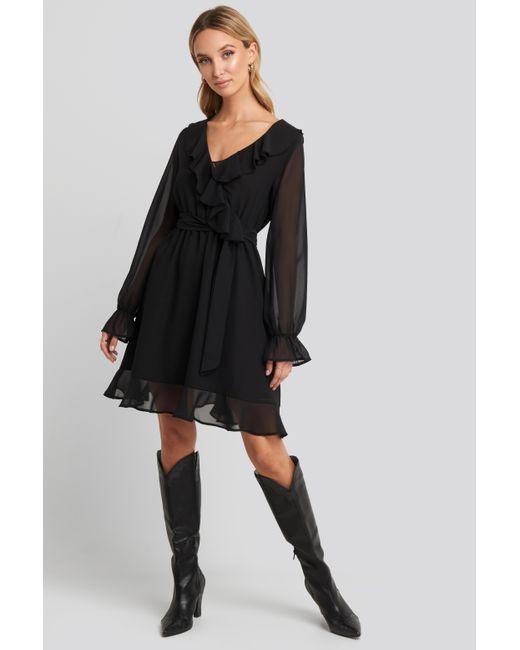 NA-KD Flounce Chiffon Mini Dress in het Black