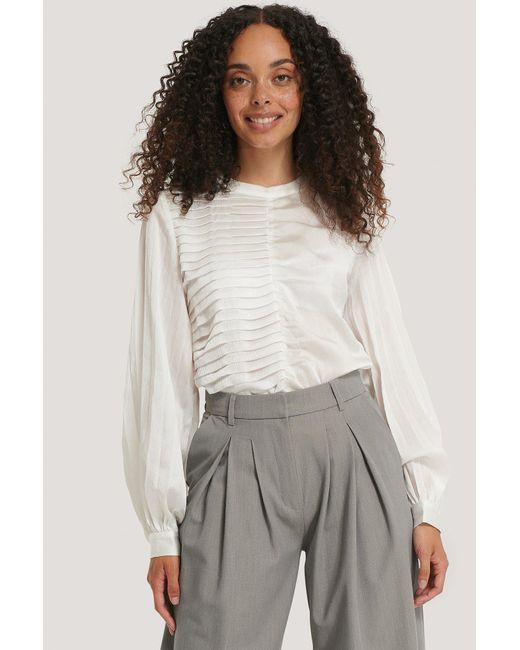 NA-KD White Classic Plissierte Bluse