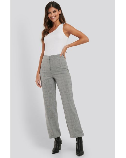 NA-KD Cropped Straight Suit Check Pants in het Gray