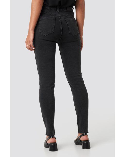 NA-KD Skinny Raw Hem Jeans in het Black