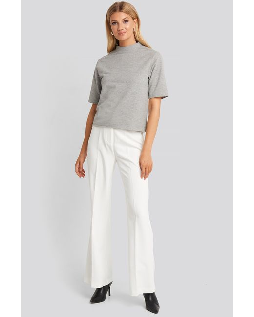 High Neck Short Sleeve T-shirt NA-KD en coloris Gray