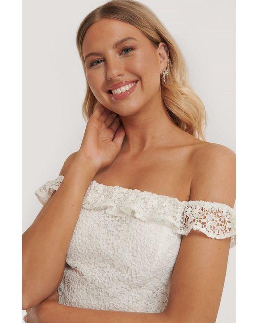 NA-KD White Pamela x Reborn Recycelt Schulterfreies Wickelkleid Mit Spitze