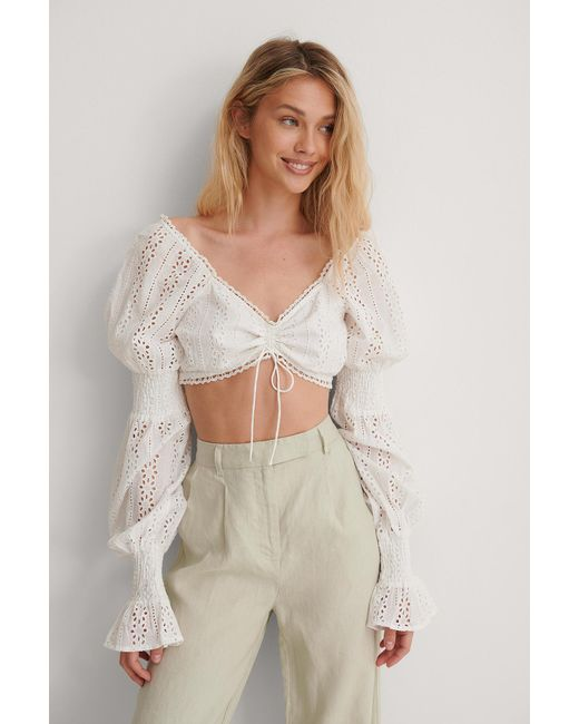 NA-KD Broderie Anglaise Cropped Blouse in het White