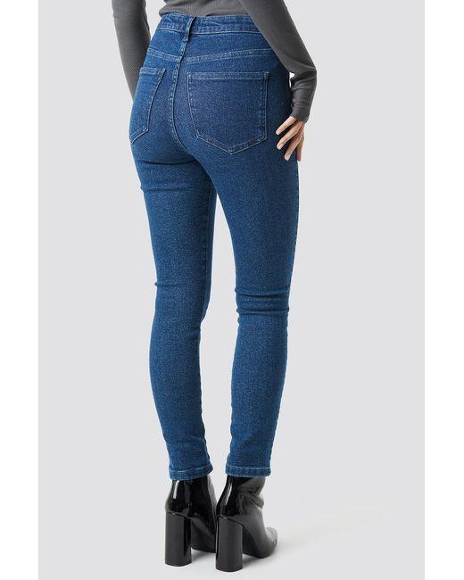 High Waist Slim Leg Denim NA-KD en coloris Blue