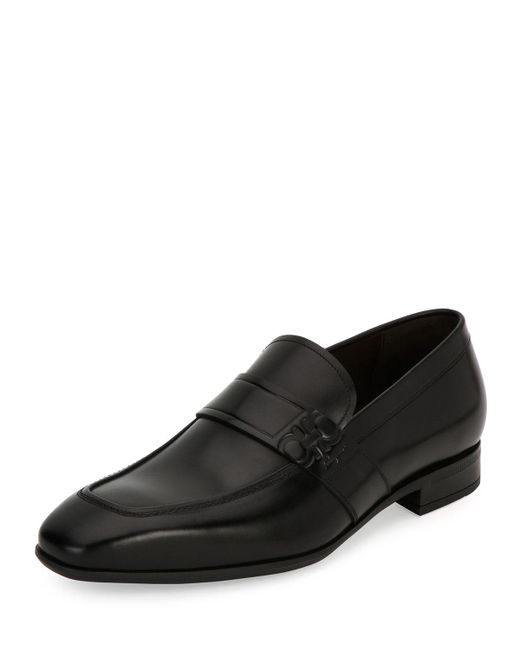 Ferragamo | Black Django Gancini-embossed Leather Loafer for Men | Lyst